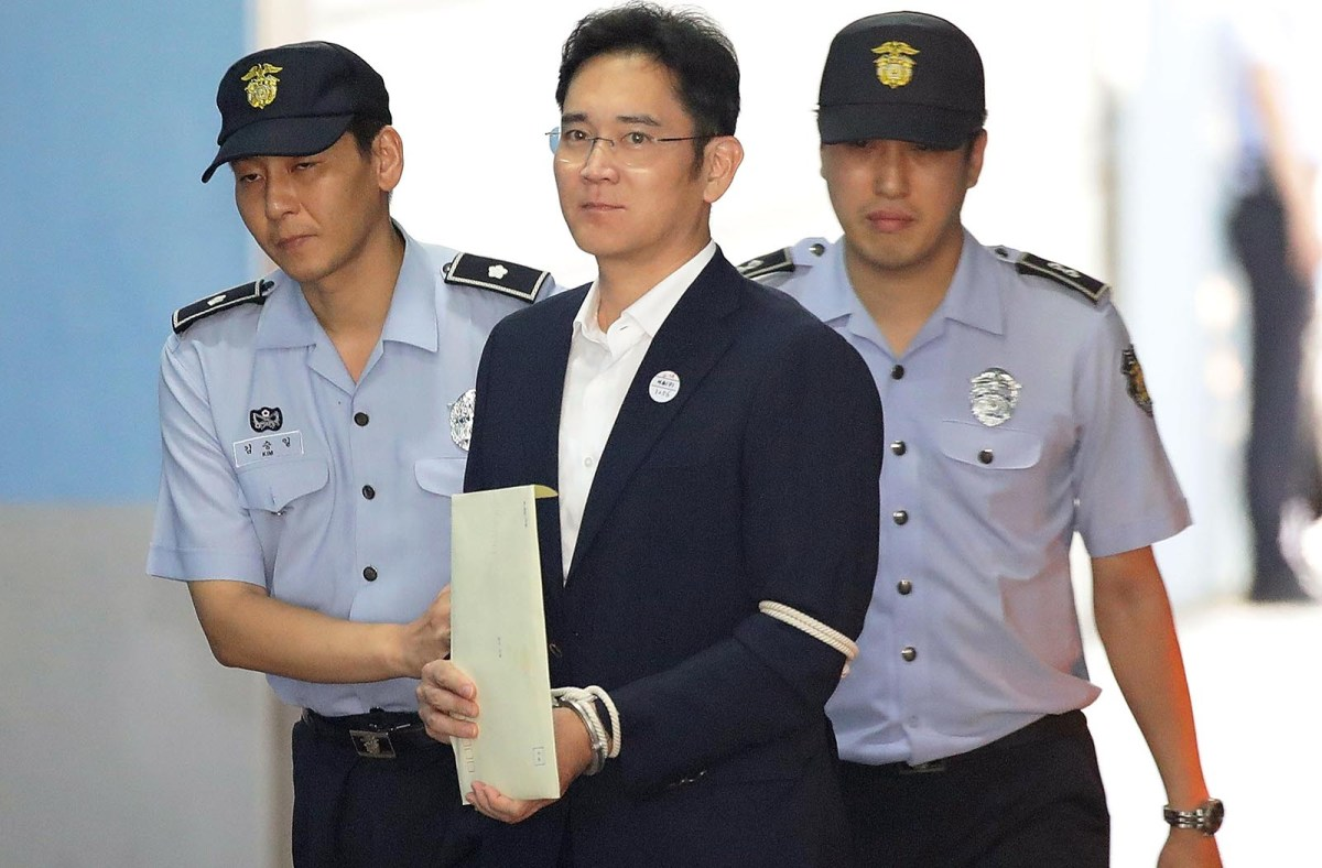 Samsung heir Lee Jae-yong arrives at Seoul Central District Court to hear the bribery scandal verdict on August 25, 2017. Photo: AFP / Seung-il Ryu/NurPhoto)