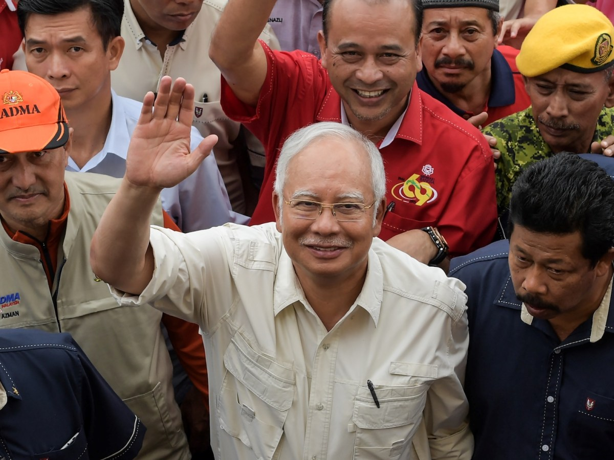 Malaysia's Prime Minister Najib Razak waves as he arrives to visit a school used as a relief centre in Tumpat on January 7, 2017. Photo: AFP/Mohd Rasfan