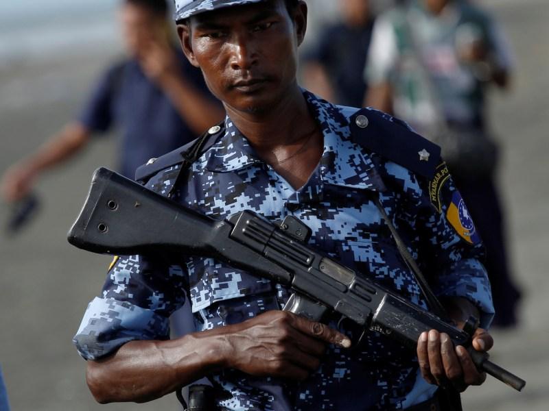Myanmar border guard police force patrol near the Myanmar-Bangladeshi border outside Maungdaw, northern Rakhine state, Myanmar, November 12, 2017.  Photo: Reuters/Wa Lone