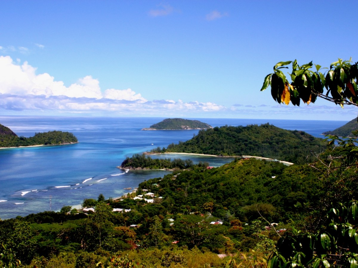 An ocean view from Seychelles' Mahe Island on April 17, 2017. Photo: Wikimedia Commons/Brocken Inaglory