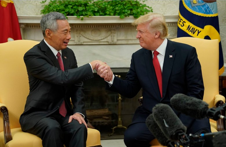 U.S. President Donald Trump meets with Singapore Prime Minister Lee Hsien Loong in the Oval Office at the White House in Washington, U.S., October 23, 2017. REUTERS/Jonathan Ernst