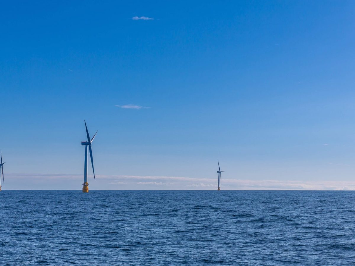 Hywind's turbines, which measure 175 meters from sea level to the top of their blades are fixed to the seabed with chains, and can work at depths of up to 800 meters. Photo: Statoil