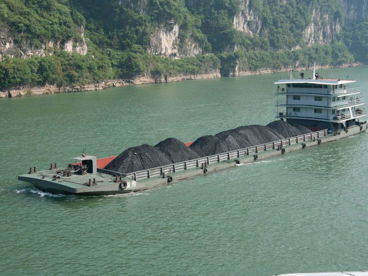 Large quantities of coal are transported on the Yangtze River to ports downstream. Photo: iStock