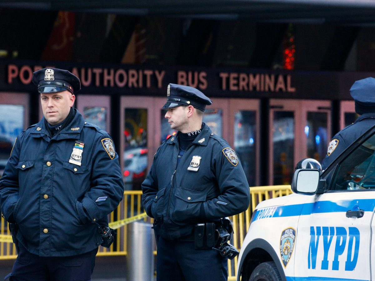Police officers stand outside the New York Port Authority Bus Terminal in New York City on December 11, 2017 after reports of an explosion. Photo: Reuters / Brendan McDermid