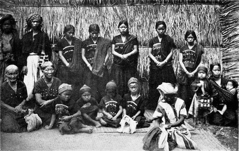 A group of Riang (Yang-Wan-Hkun) in Myanmar in 1922. Photo: Wikimedia