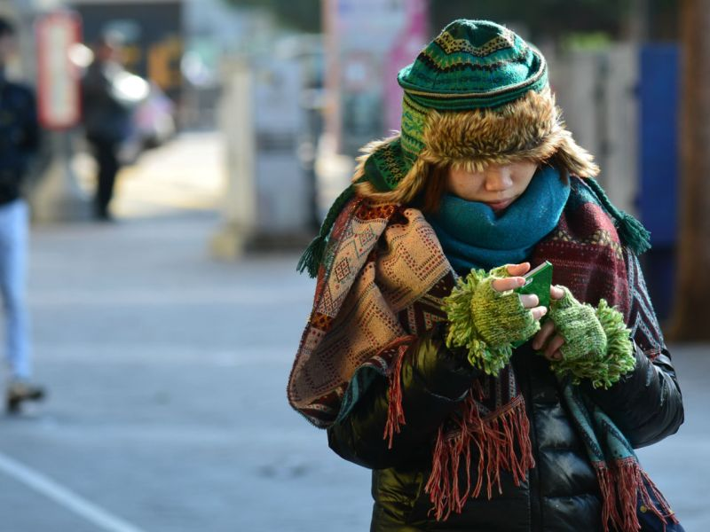 Wrap up warm as the cold weather is expected to continue in Hong Kong. Photo: HK Government