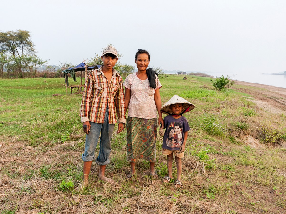 A Laotian family earns its living growing peanuts on a small island in the Mekong River. Thanks to international efforts, the threat to them and others from malaria has been reduced. Photo: iStock