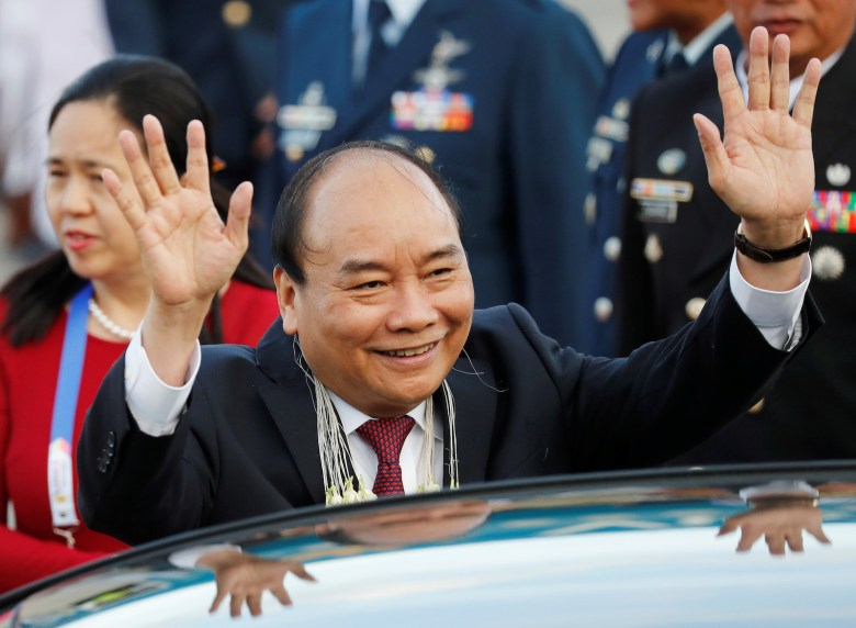 Vietnam's Prime Minister Nguyen Xuan Phuc waves to the crowd upon arrival to attend the Association of Southeast Asian Nations (ASEAN) Summit and related meetings in Clark, Pampanga, northern Philippines November 12, 2017. REUTERS/Erik De Castro