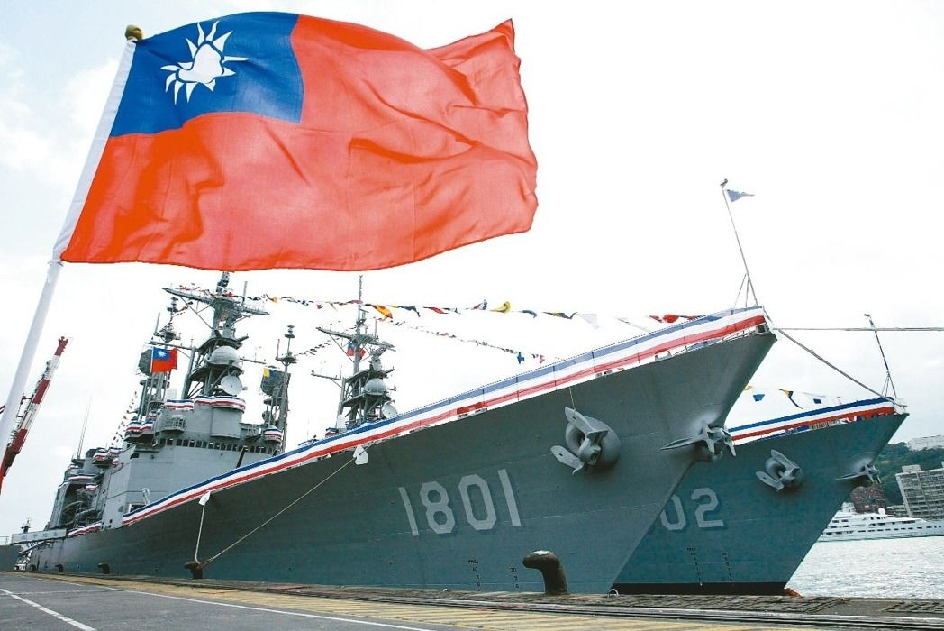 A Taiwanese flag flies in front of Taiwan Navy ships. Photo: Central News Agency