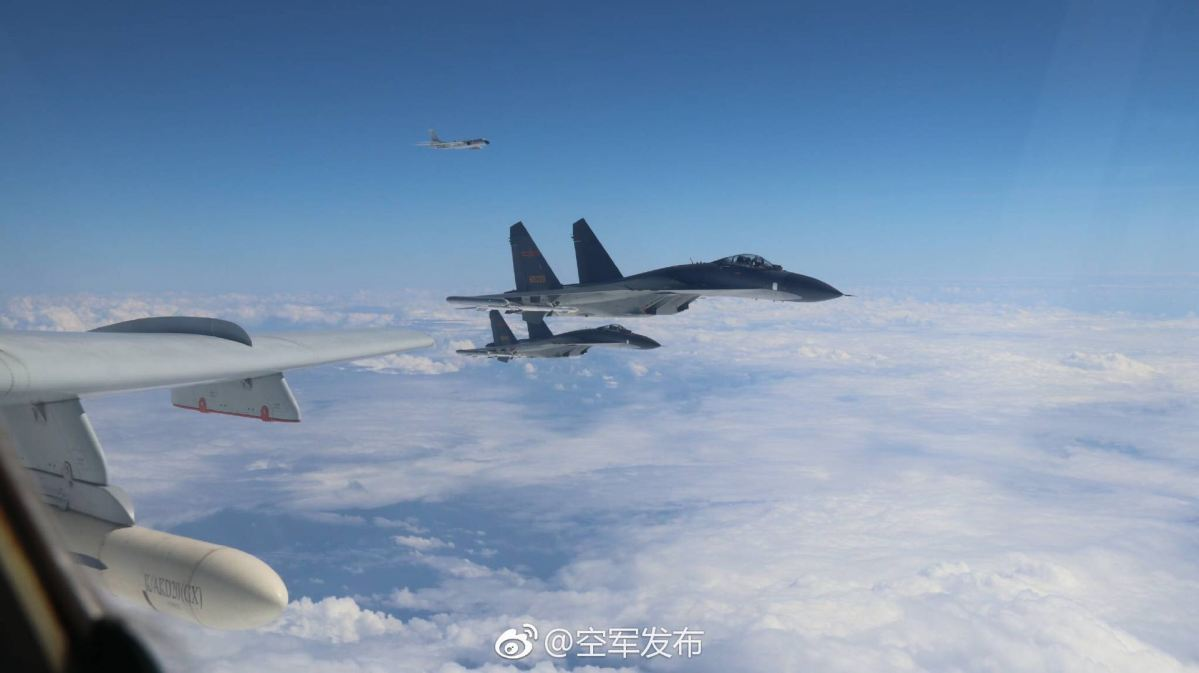 Su-30 fighters of the PLA Air Force fly above the Taiwan Strait. Photo: PLAAF