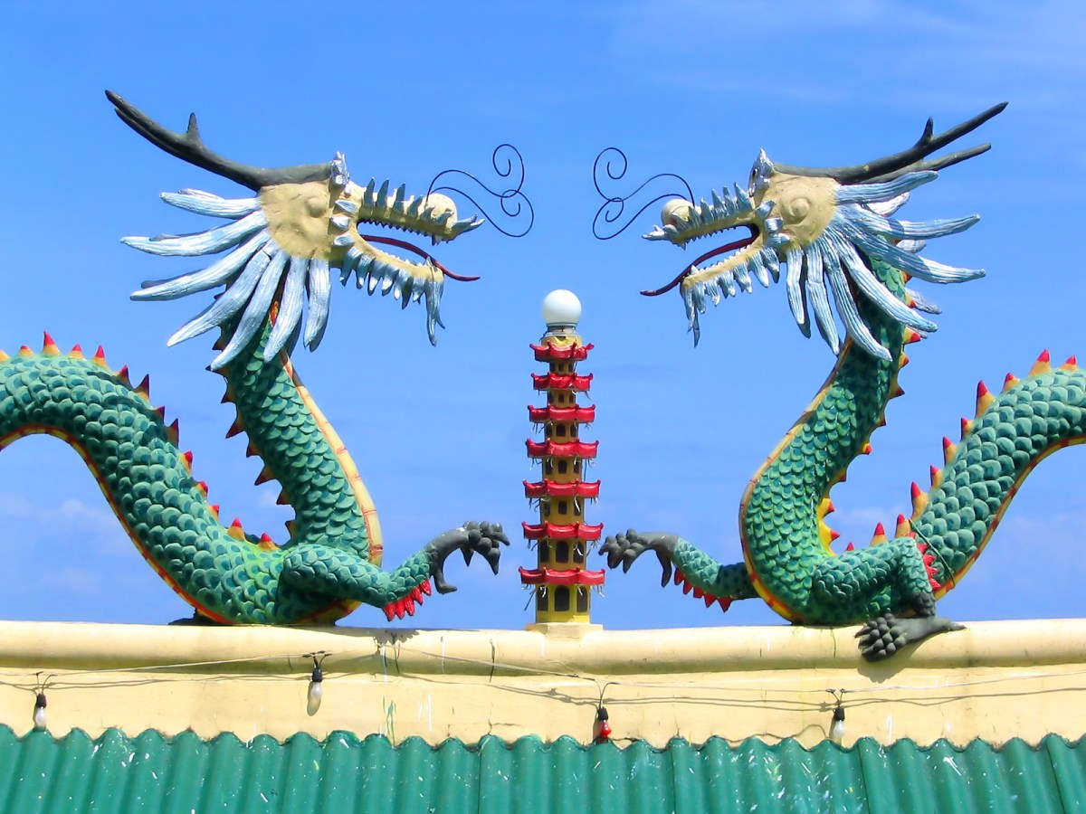 Two Chinese dragons square off atop a temple. Photo: iStock/Getty Images