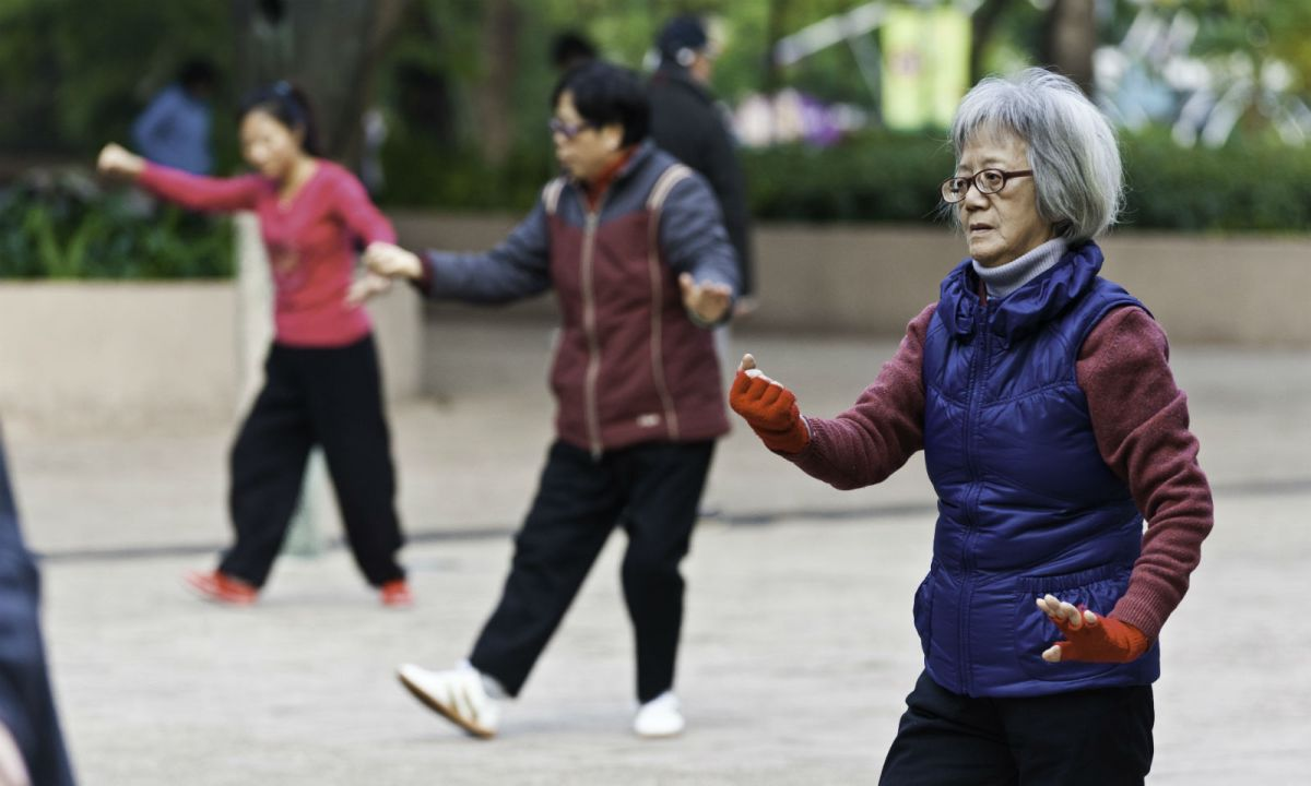 Elderly people wear warm clothes to do exercise outdoors. Photo: iStockphoto