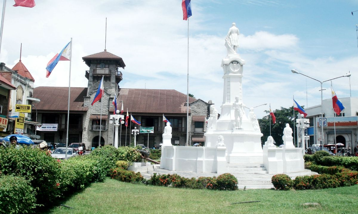 Rizal Monument in Zamboanga City near the scene of the shooting. Photo: Wikimedia Commons, Wowzamboangacity