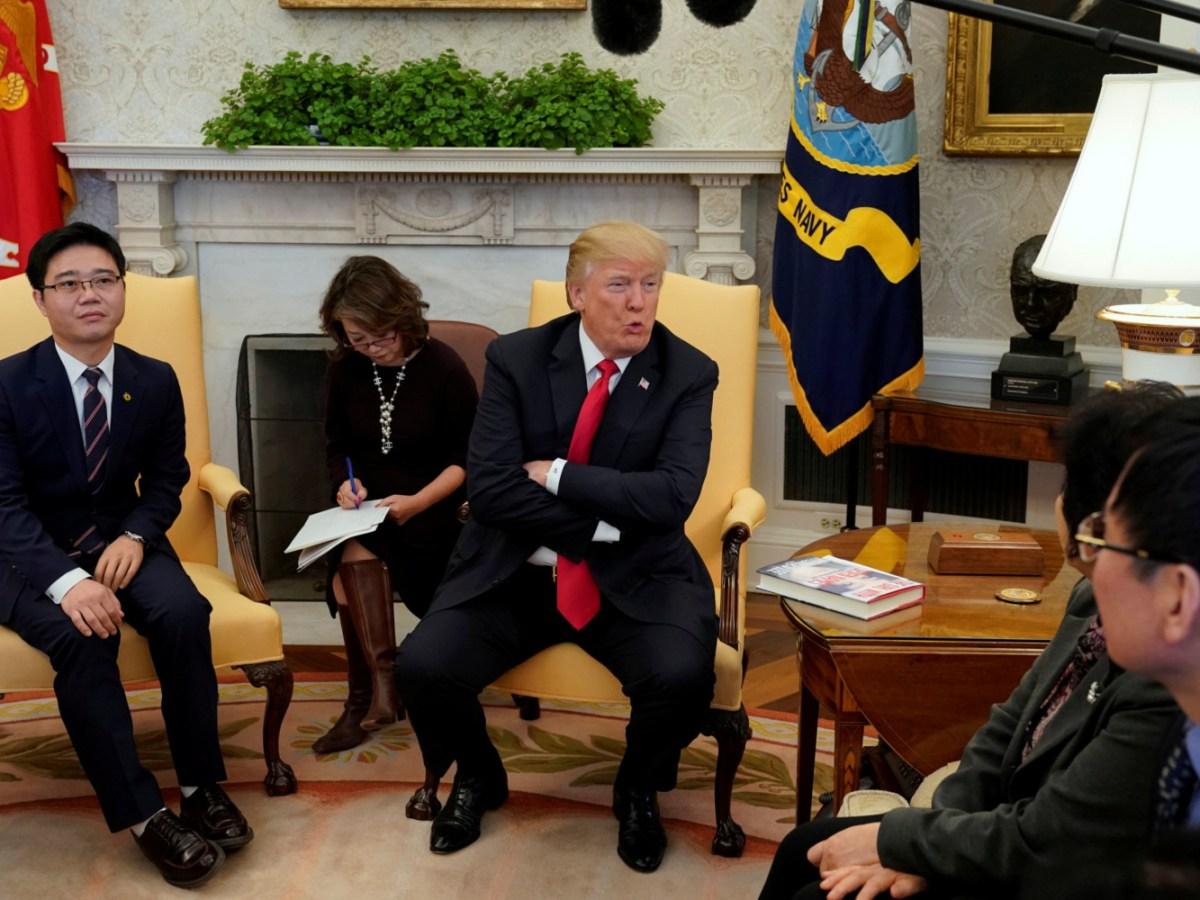 US President Donald Trump meets with North Korean defectors in the Oval Office of the White House in Washington, U.S., February 2, 2018. Photo: Reuters/Yuri Gripas