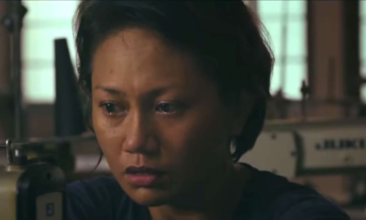 In the film 'Bagahe', Filipino domestic worker Mercy, played by Angeli Bayani, is accused of dumping her baby in a trash bin in a plane's bathroom. Photo: YouTube