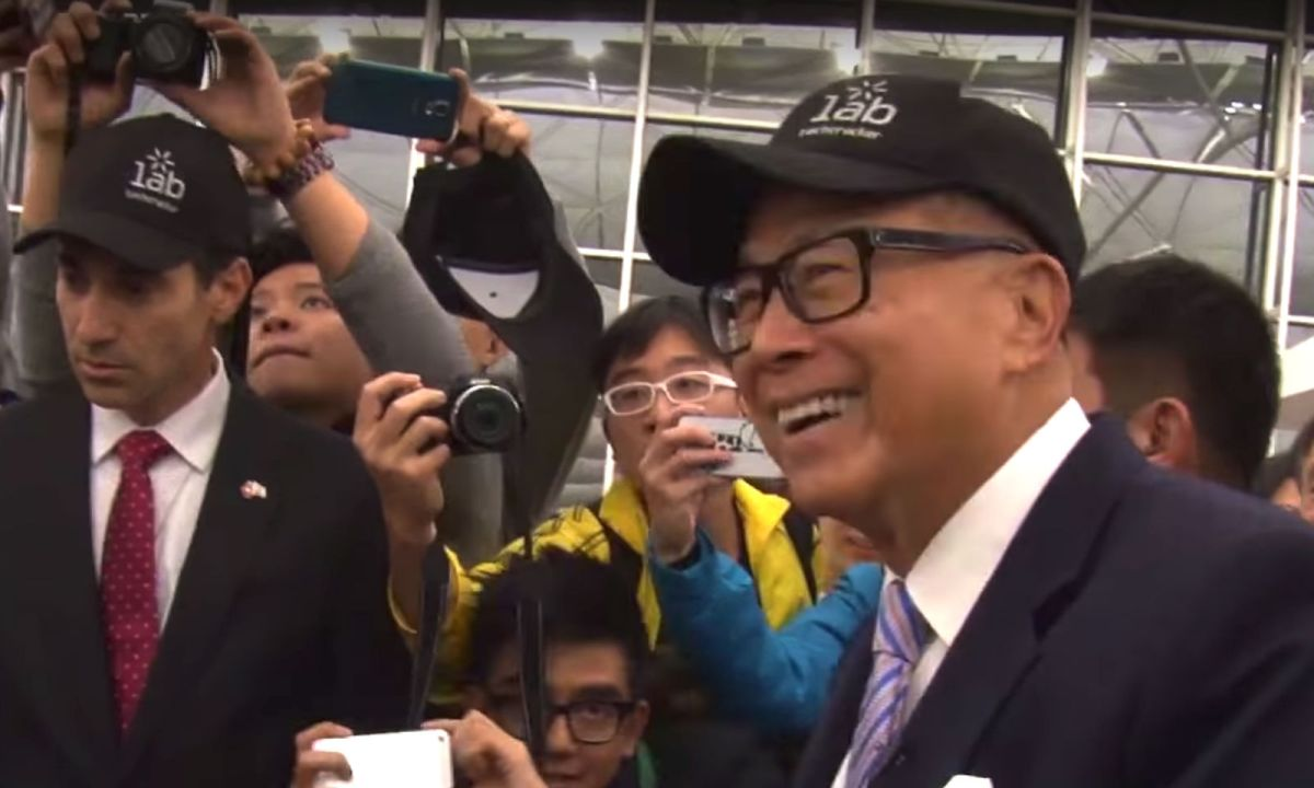 In 2015, Li Ka-shing encourages Hong Kong students taking a trip to Israel to 'observe, think, have fun and take care of each other.' Photo: Li Ka-shing Foundation