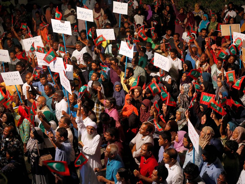 Opposition supporters protest against the Maldivian government's delay in releasing their jailed leaders despite a Supreme Court order, in Malé on February 4, 2018. Photo: Reuters / Stringer