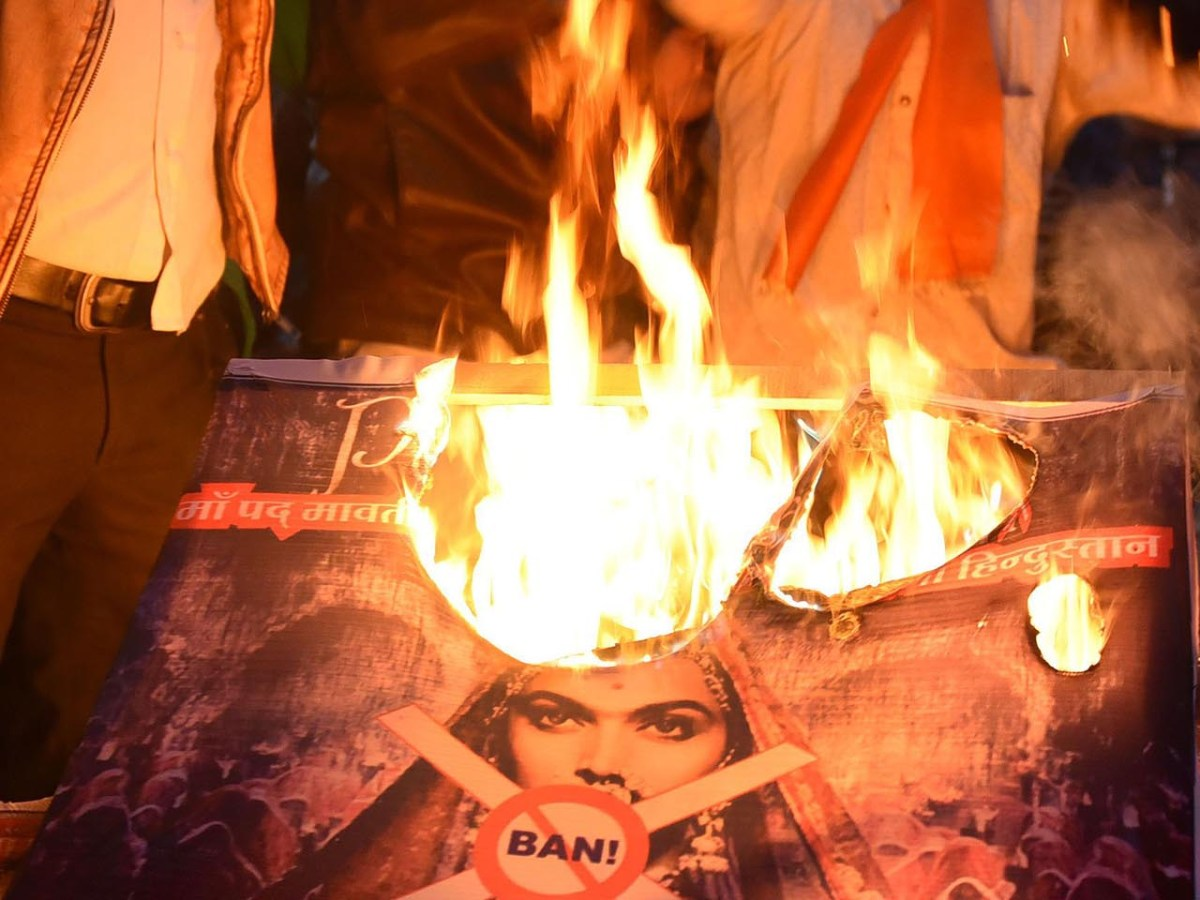 Members of Rajput Karni Sena burn a poster and banner while protesting against release of controversial film 'Padmavat' at Regal crossing, in Indore, on January 24, 2018. Photo: The Times of India/ Pravin Barnale