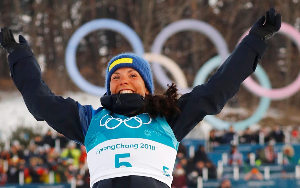 Charlotte Kalla after receiving the gold medal in the Women's Skiathlon. Photo: Reuters / Kai Pfaffenbach