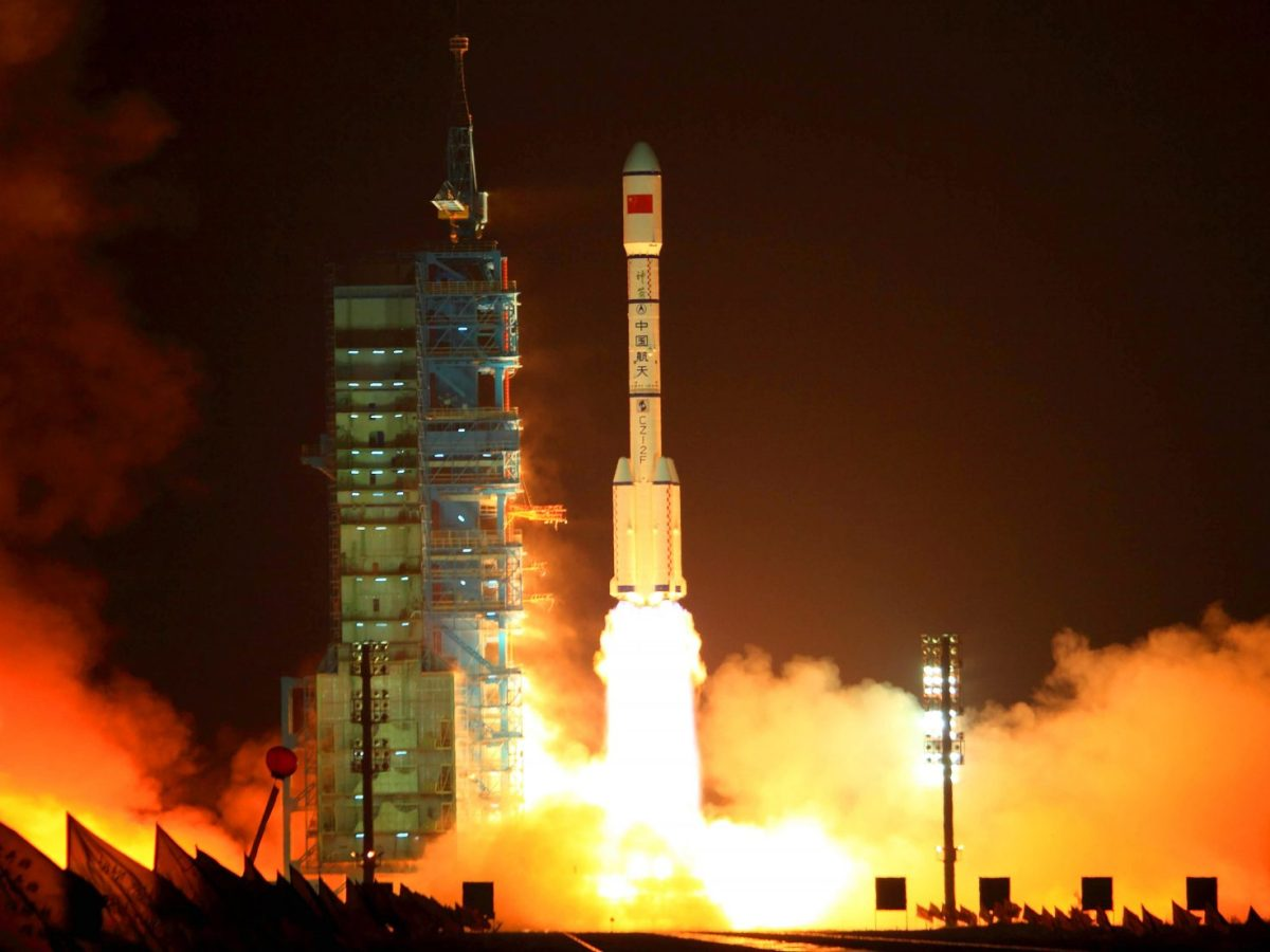 China's Long March 2F rocket, carrying the Tiangong-1, or 'Heavenly Palace,' module blasts off from the Jiuquan launch center in Gansu province on Sept 29, 2011. Photo: AFP