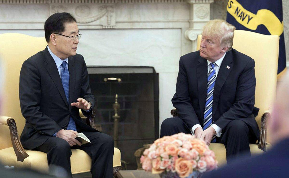 South Korea's national security chief Chung Eui-yong briefs President Trump. Photo: Yonhap via Reuters
