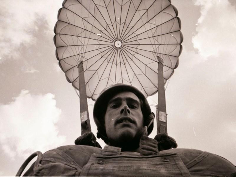 Vietnam War photographer Sean Flynn in parachute gear. Photo: Copyright Sean Flynn