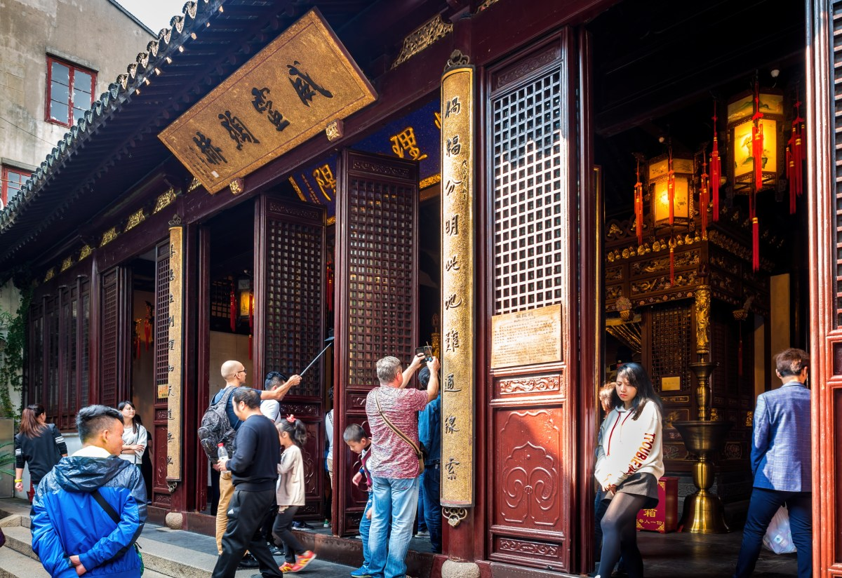 Inner courtyard of the 600-year-old Old City God Temple in Shanghai is bustling with visitors. Photo: iStock