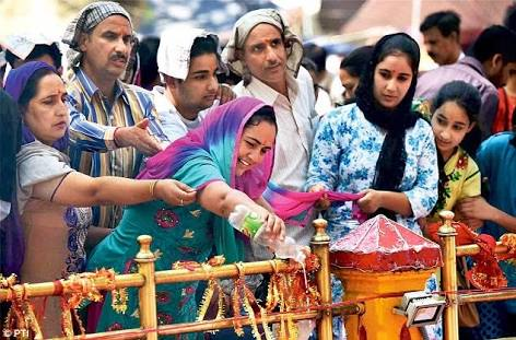 Kashmiri Pandits pray at the Kheer Bhawani Temple. Photo: Dailymail