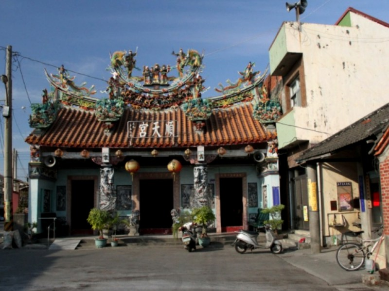 An old Matsu temple in Lunbei township, Yunlin county, Taiwan. Photo: http://crgis.rchss.sinica.edu.tw/