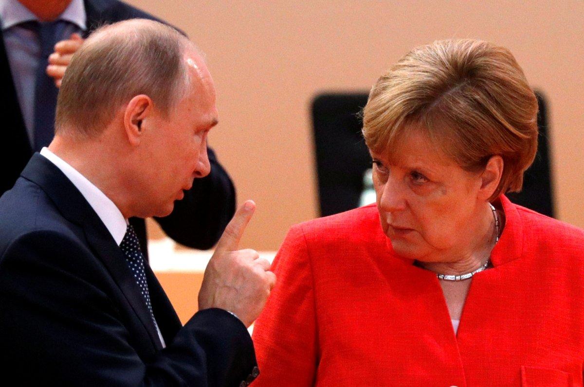 Russia's President Vladimir Putin talks to German Chancellor Angela Merkel. Photo: Reuters/Philippe Wojazer