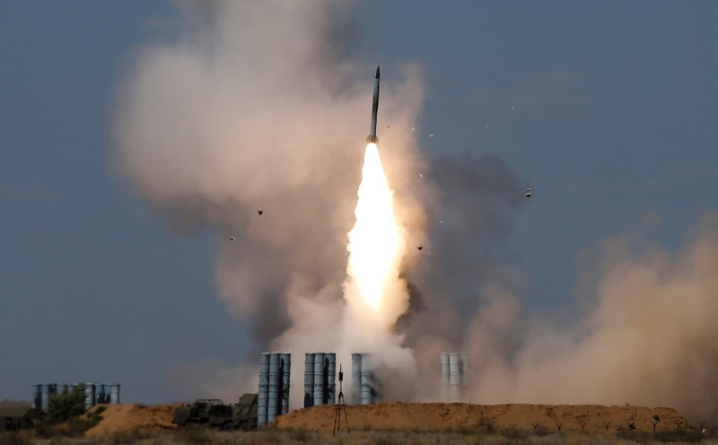 A Russian S-300 air defense system launches a missile. Photo: Reuters/Maxim Shemetov