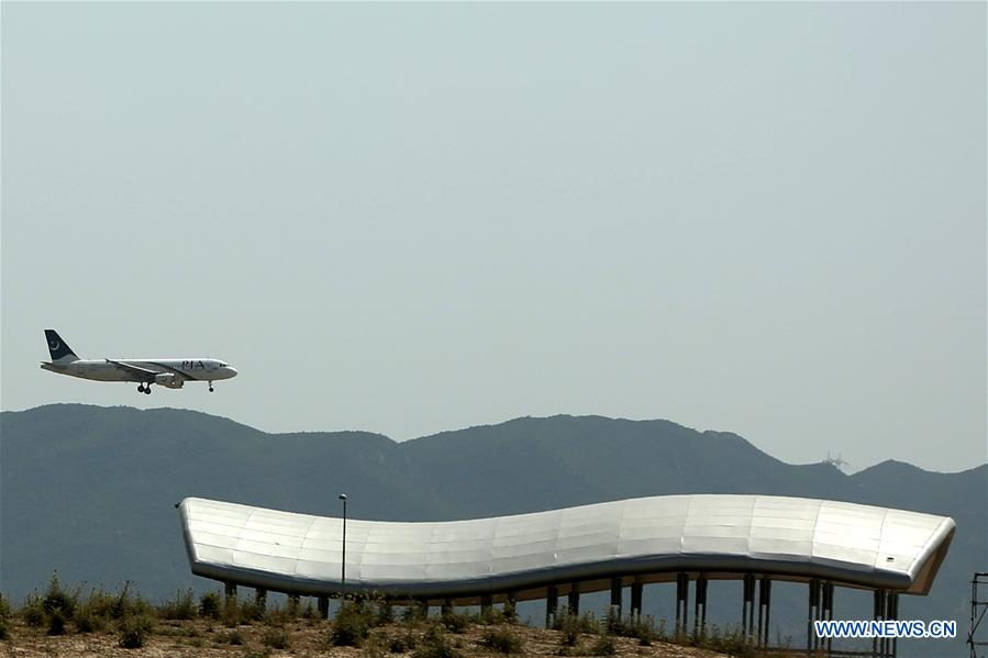 A Pakistan International Airlines plane approaches Islamabad's new international airport. Photo: Xinhua