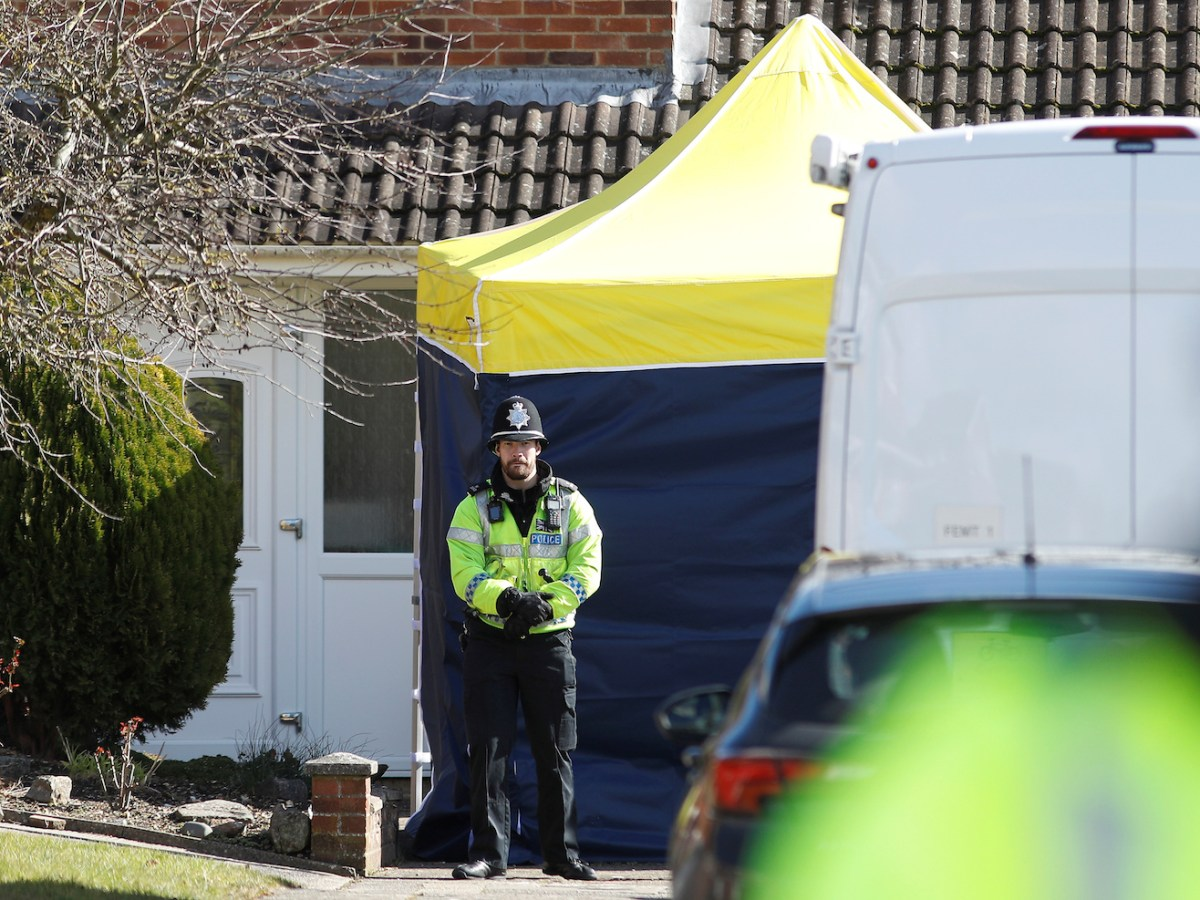 A police officer stands guard outside of the home of former Russian military intelligence officer Sergei Skripal, in Salisbury, Britain, March 8, 2018. Photo: Reuters/Peter Nicholls