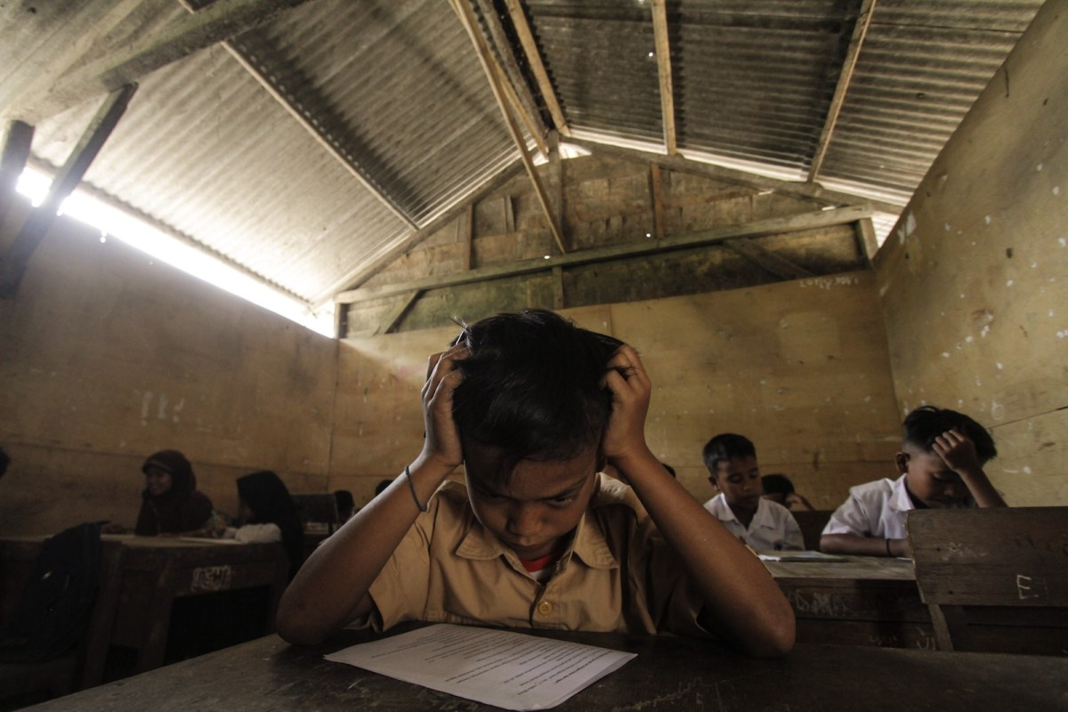 Students studying in a classroom in the Sadah State Elementary School in Ciruas sub-district, Serang regency of Banten province, Indonesia on December 8, 2017. Photo: AFP via Anadolu Agency/  Eko Siswono Toyudho