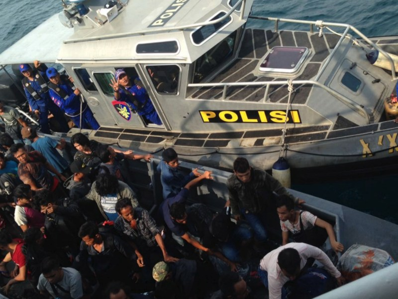 More than a hundred Indonesian illegal migrant workers were rescued on a boat in Singapore. Photo: Riau Islands Provincial Police