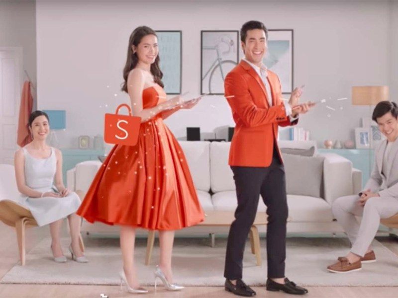 Urassaya 'Yaya' Sperbund with her Shopee commercial co-star Nadech Kugimiya. Photo: Sea / Shopee