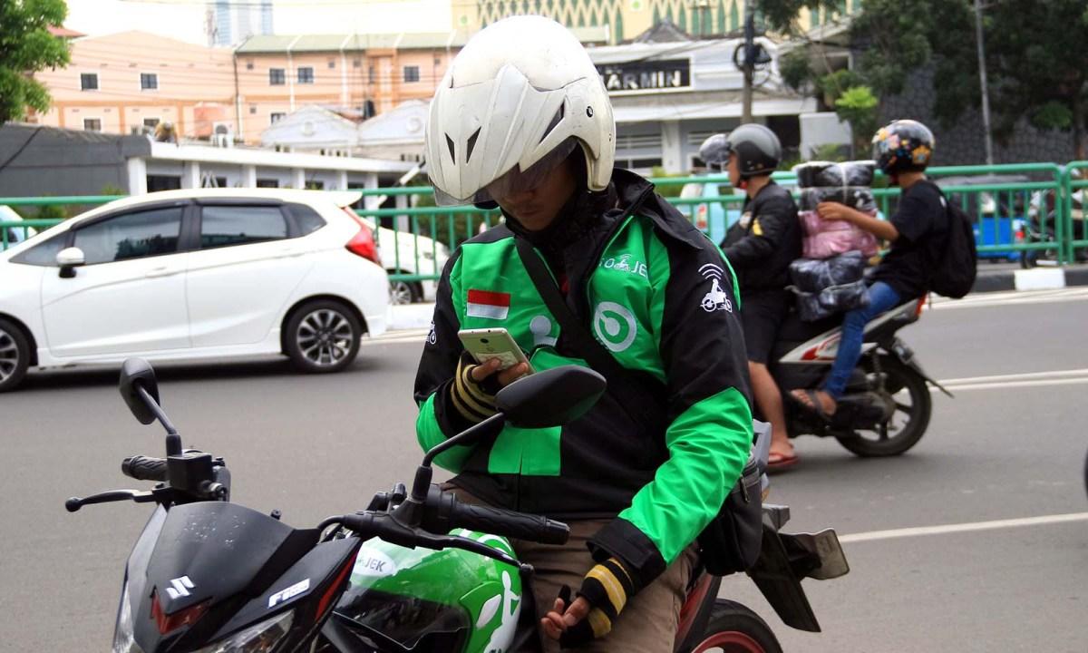 A Gojek motorbike driver waits for a customer in Jakarta. Photo. iStock