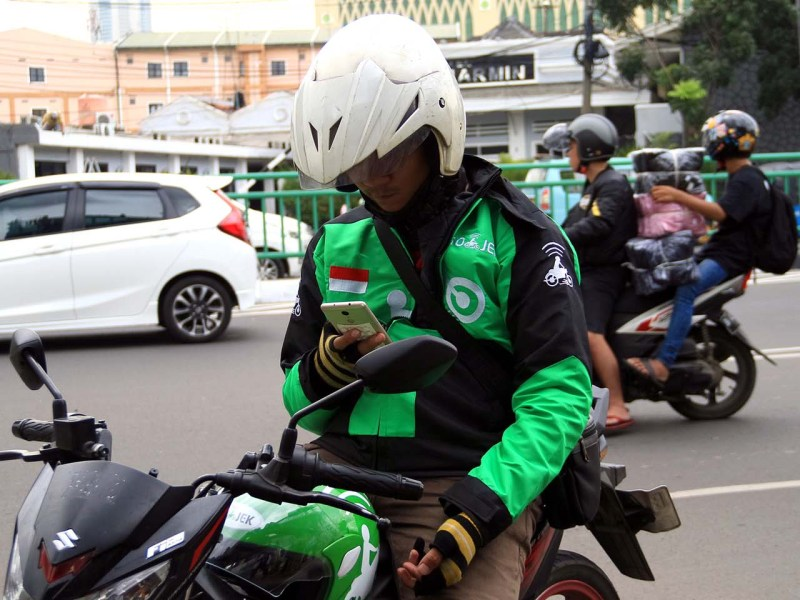 A Gojek motorbike driver waits for a customer in Jakarta. Photo. iStock