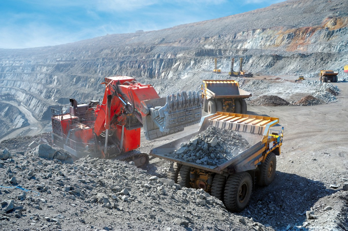 Loading of iron ore at a iron site. Photo: iStock