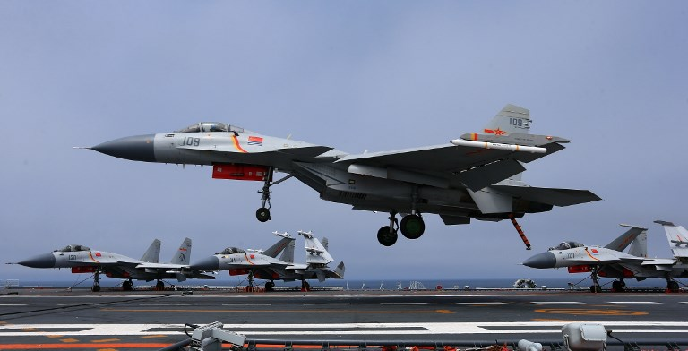 A J-15 fighter jet of the PLA (People's Liberation Army) Navy lands on China's aircraft carrier, The Liaoning, during a naval exercise in the western Pacific, 22 April 2018. Photo: AFP
