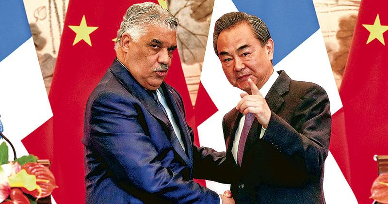 Chinese foreign minister Wang Yi (right) and his Dominican counterpart Miguel Vargas Maldonado were seen in Beijing on Tuesday. Photo: Reuters