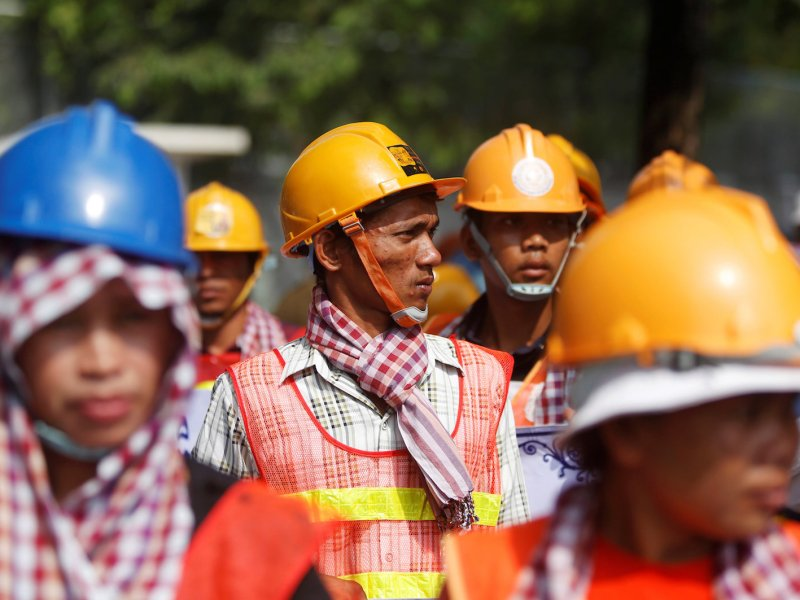 Workers gather as they rally to mark May Day in Phnom Penh, Cambodia, May 1, 2018. Photo: Reuters/Samrang Pring