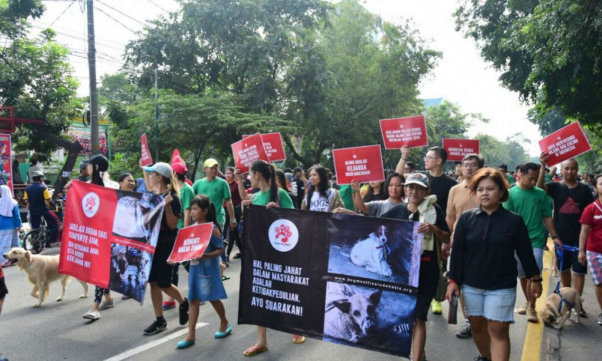 Protesters campaigning against the trading of dog and cat meat in Indonesia. Photo: Dog Meat Free Indonesia