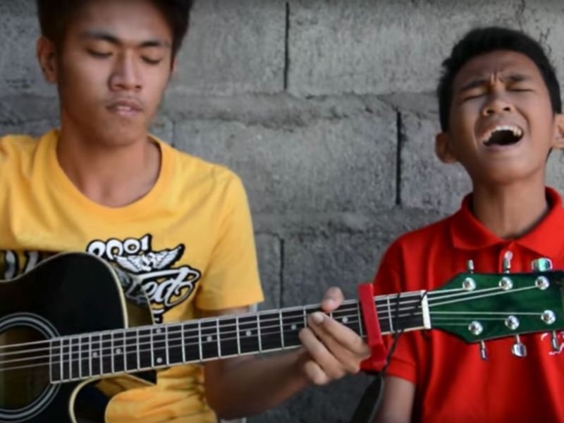 Aldrich Talonding (right) and James Bucong performing their rendition of 'Hero' by Mariah Carey. Photo: YouTube