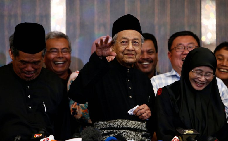 New Malaysia's Prime Minister Mahathir Mohamad gestures during a news conference in Kuala Lumpur, Malaysia May 10, 2018. REUTERS/Lai Seng Sin