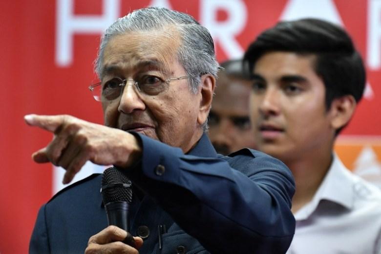 Malaysia's newly elected Prime Minister Mahathir Mohamad attends a news conference in Menara Yayasan Selangor, Pataling Jaya, Malaysia May 12, 2018. REUTERS/Stringer
