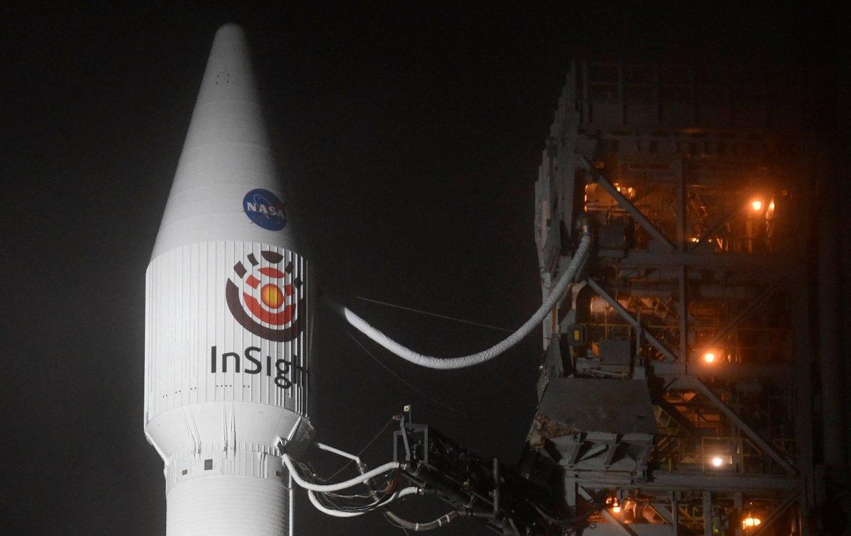 Atlas V rocket with the InSight Mars lander onboard before lift off. Photo: Reuters / Gene Blevins