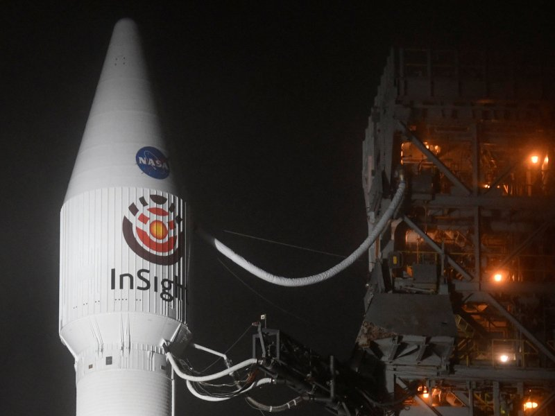 Atlas V rocket with the InSight Mars lander onboard before lift off. Photo: Reuters / Gene Blevins