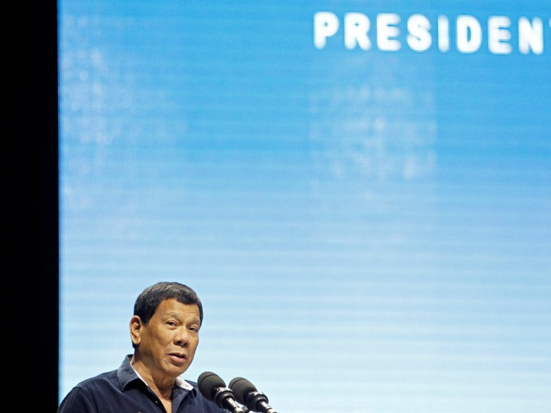 Philippine President Rodrigo Duterte addresses the resident Filipino community at a convention hall in Singapore, April 28, 2018. Photo: Reuters/Feline Lim