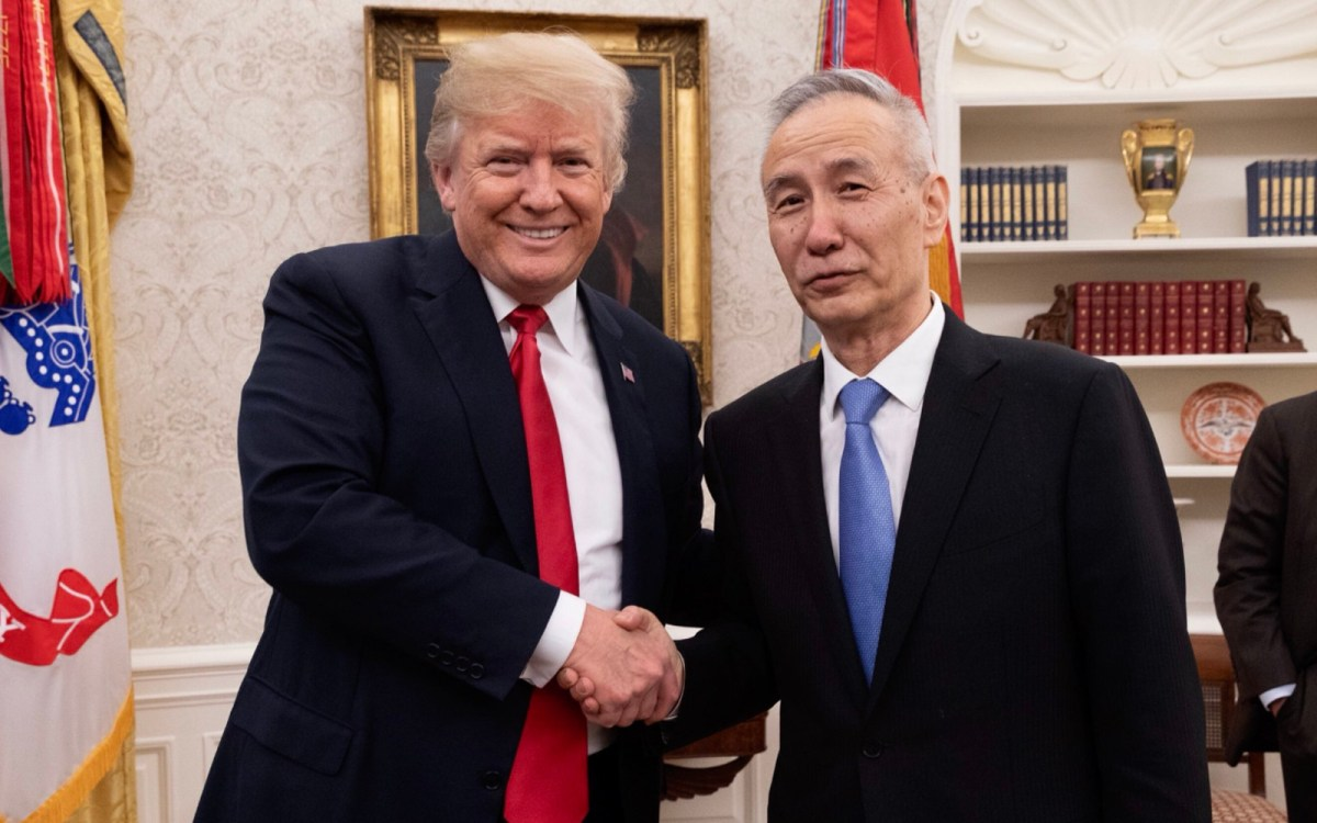 US President Donald Trump meeting with Chinese President Xi Jinping's top economic advisor and special envoy, Liu He. Photo: @realDonaldTrump Twitter feed
